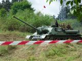 Also the SU-100 self-propelled gun can handle adverse road conditions!