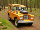 A Land-Rover S3 in a very Autumn-like colour scheme