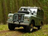 Pastelka, Land-Rover S2A stoupá po lesní cestě