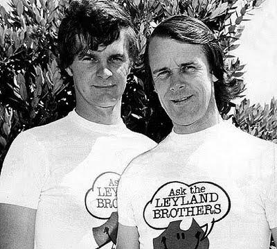 Bratři Leylandovi v dresu svého televizního pořadu