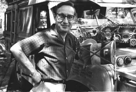 Pan Herbert Zipkin před svým vozem