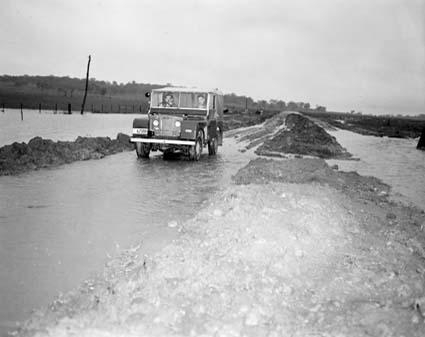 Cesta z Coomy do Jindabyne v r. 1950 - zdroj: NAA 4240230